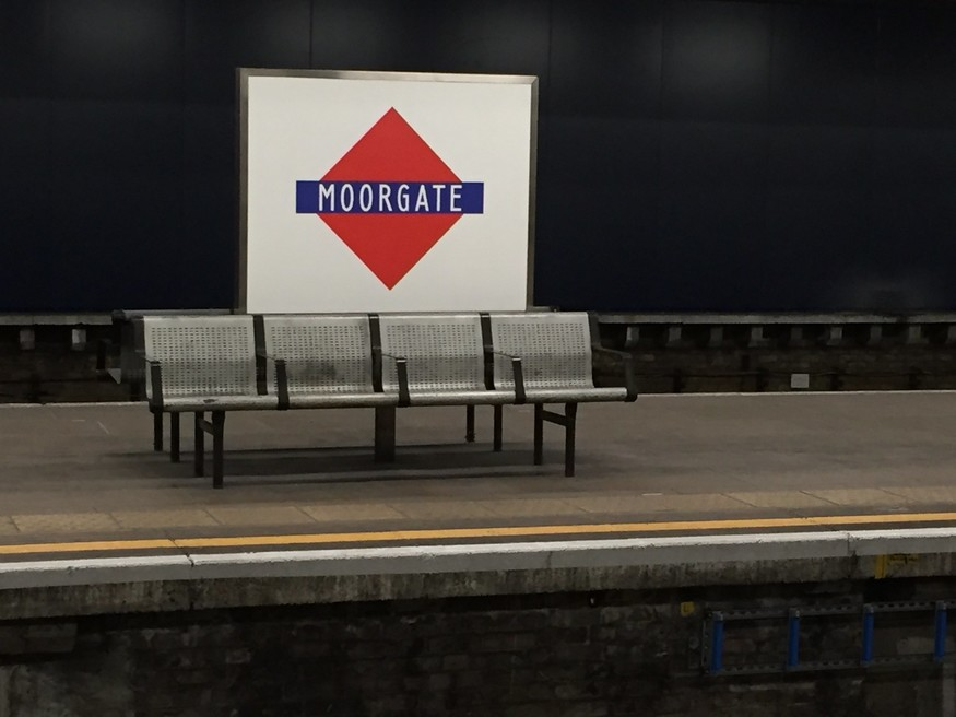 An old-style roundel at Moorgate.