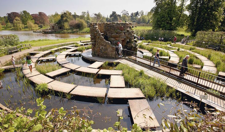 mazes, maize mazes, hedge mazes near london for a day trip: water maze at hever castle in kent