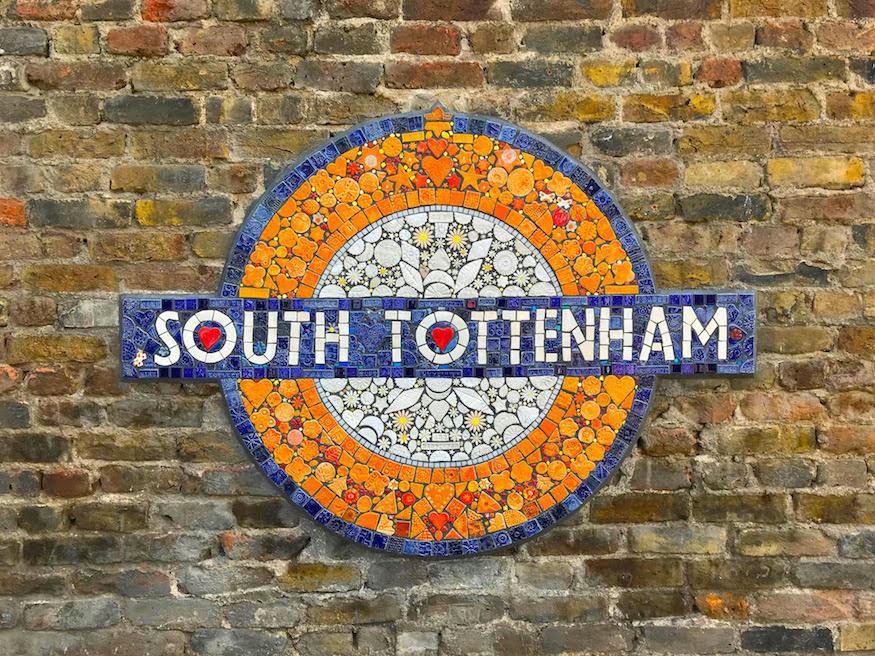 South Tottenham Overground roundel