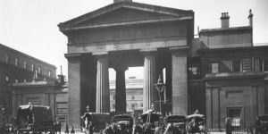 See The Gates To The Euston Arch At National Railway Museum