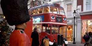See London's Twinkling Christmas Lights On A Vintage Bus Tour