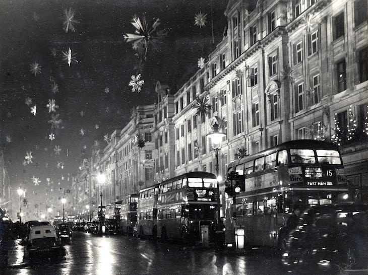 See London's Twinkling Christmas Lights On A Vintage Routemaster Bus Tour