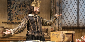 David Mitchell Steals The Show In The Upstart Crow