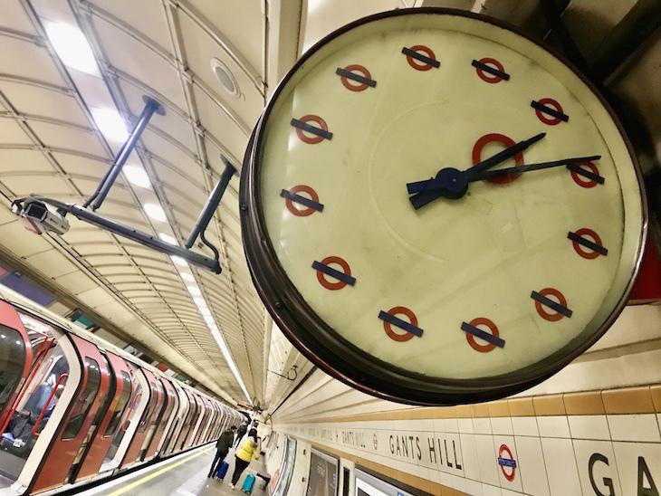 A roundel clock at Gants Hill