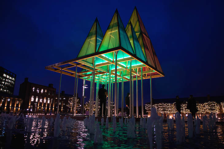 https://assets.londonist.com/uploads/2020/11/i875/an_alternative_christmas_tree_named_the_electric_nemeton_tree__designed_by_sam_jacob_is_unveiled_at_king-s_cross_3_credit_pa.jpg