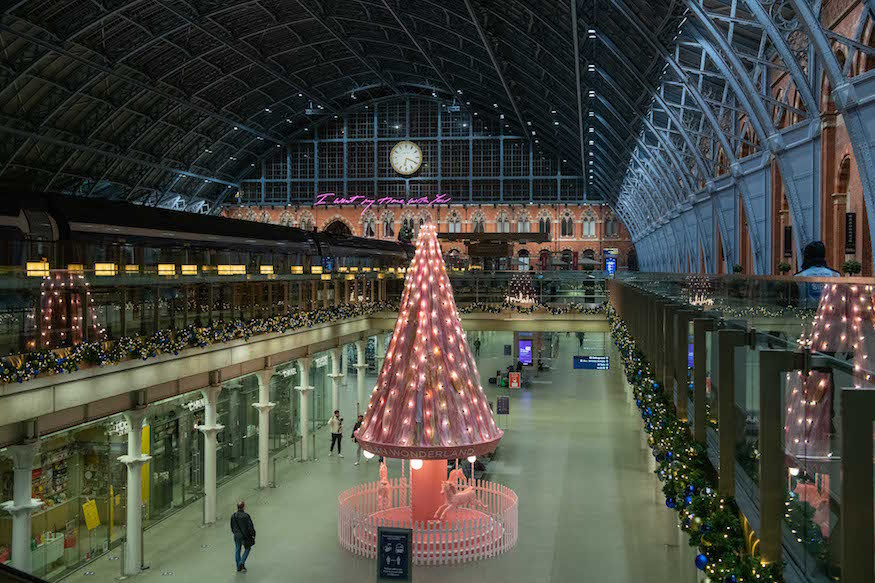 https://assets.londonist.com/uploads/2020/11/i875/st-_pancras_international_x_el_n_unveil_-tree_of_hope-_christmas_display_-landscape-_-_grand_terrace_-_06-11-20.jpg