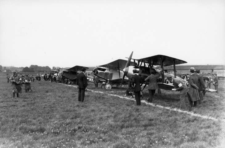 Aircraft lined-up for the start of the 1920 Aerial Derby
