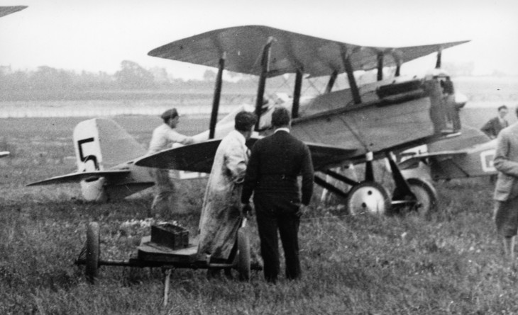 RAF SE.5a at Croydon for the start of the 1922 Aerial Derby