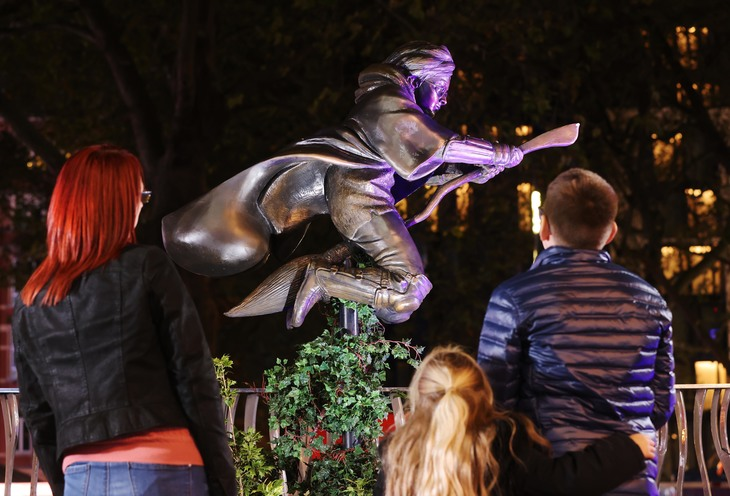 A family look at the Harry Potter statues in leicester square